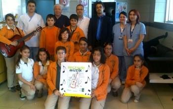 Doğa Koleji öğrencileri Medicana Bahçelievler Hastanesinde Hastalar İçin Muhteşem Bir Konser Verdi