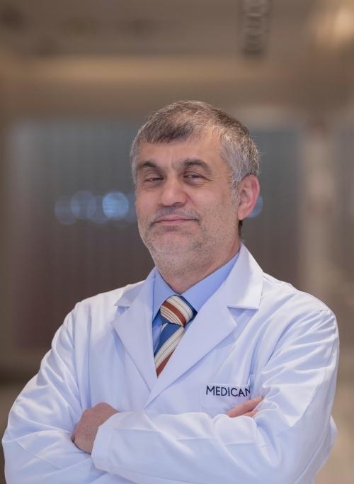 Dt. Ayhan Karakullukçu
