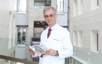 """Çocuk Cerrahisi Uzmanı Op. Dr. Mahmut Aluç: """"Yeni doğan sünnetin çocuklarda psikolojik travmayı önlüyor"""""""