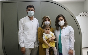 7 senelik çocuk hasreti bir ameliyatla son buldu