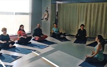Kanser hastaları yoga ile rahatlıyor