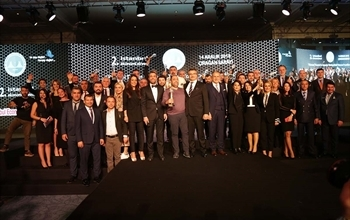 Medicana Grubu'na  2. İstanbul Ekonomi Zirvesi'nden Altın Değerler Ödülü