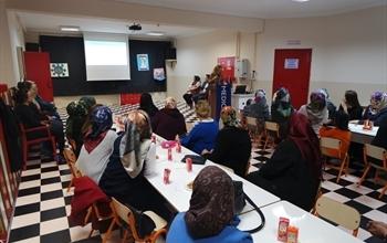 Medicana Sivas Hastanesi Şehit Şerafettin Korkmaz Anaokulu Öğretmen ve Velilerine Teknolojik Bağımlılık Semineri Düzenledi.